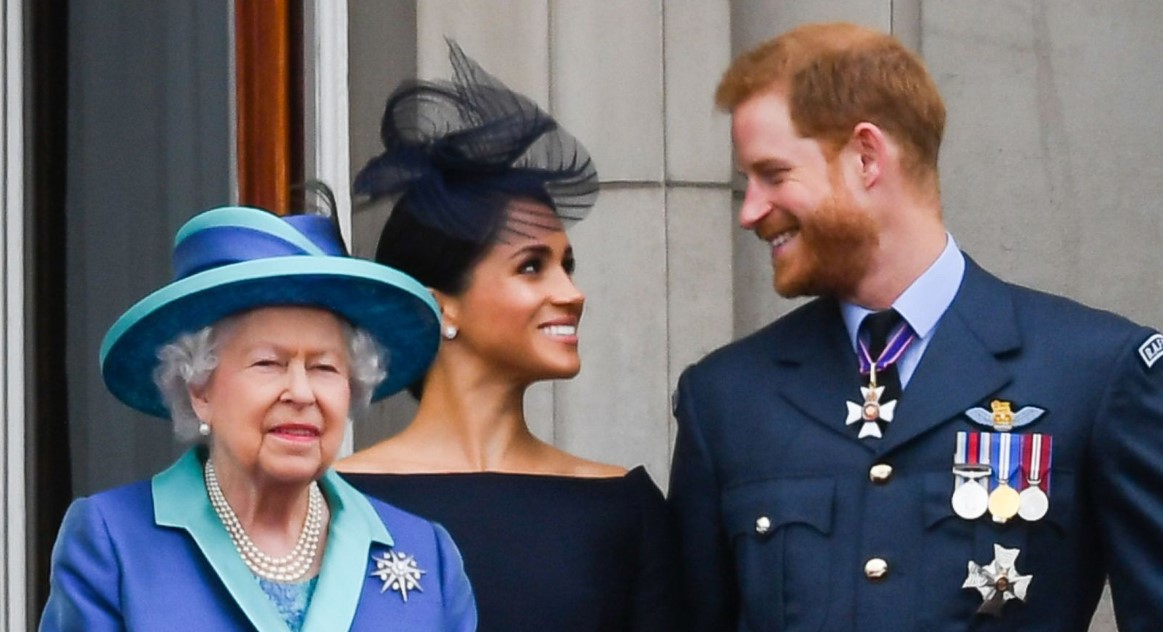 Who is to blame for the Sussex ah's escape from the Queen's golden cage is making too ambitious for the role of Duchess and was the royal resignation a shared desire or did Harry simply not have a choice. 5 Reason Why Meghan and Harry Left The Palace.